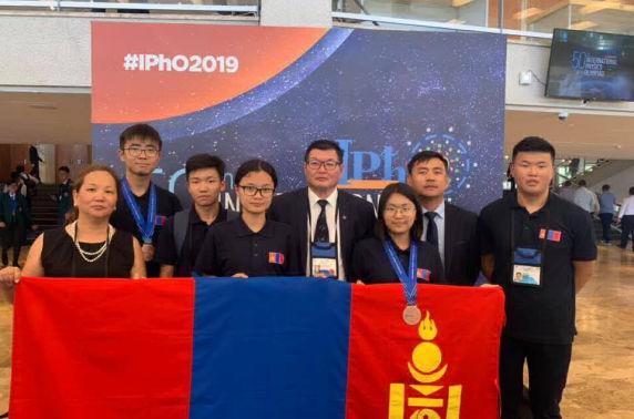 Манай сурагчид Олон улсын Физикийн 50 дахь олимпиадаас хоёр хүрэл медаль хүртжээ