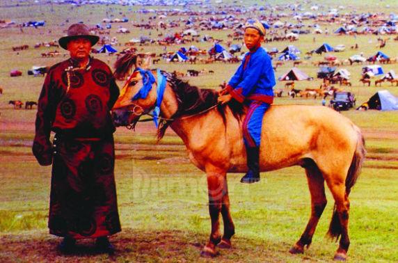 Толин хулын төвөргөөнд тугаа өргөсөн Монгол