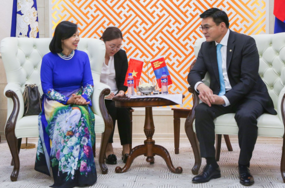 Вьетнам улсын Элчин сайдыг хүлээн авч уулзлаа