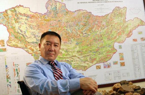 """Хүчингүй болсон 13 тусгай зөвшөөрөл Ц.Мянгабаярын """"Монгол газар"""" компанийнх"""