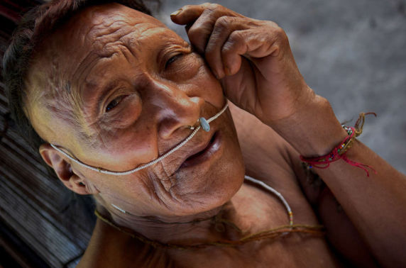 Индианы сүүлчийн омгийнхныг мөнгөн усаар хордуулж байгаагаа нууж байна