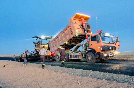 Баянхонгор-Алтай чиглэлийн 126.7 километр авто замын ажил эрчимтэй өрнөж байна
