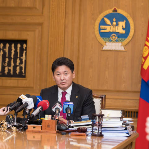 БНХАУ-тай хиллэдэг бүх боомтоор гадаад улсын иргэдийг Монгол руу нэвтрүүлэхгүй