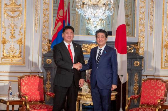 Ерөнхий сайд У. Хүрэлсүх Япон Улсын Ерөнхий сайд Абэ Шинзо-тай уулзлаа