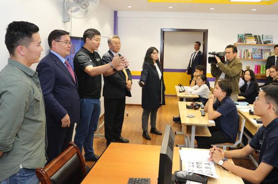 УИХ-ын дарга Г.Занданшатар Монголын Оюун Ухааны Академийн сурагчидтай уулзалт хийлээ