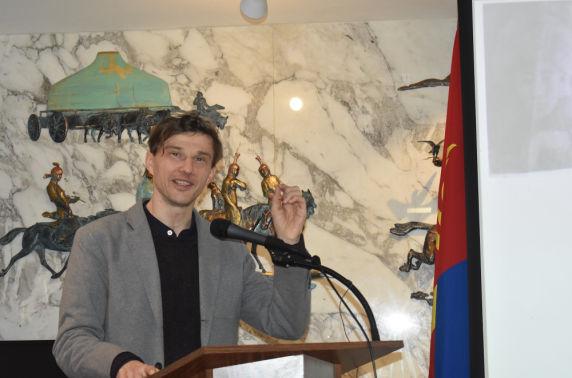 Вашингтон хотноо Олон улсын Монгол Судлалын Бага Хурал хуралдав (II хэсэг)