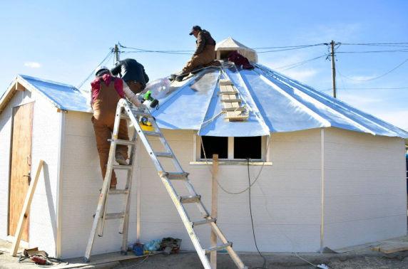 Гадаад оюутнууд монгол гэрийн дулаалгыг сайжруулж, эрчим хүчний маш бага хэрэглээтэй халаагуур зохион бүтээж туршжээ
