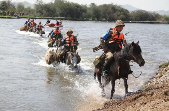 """Монгол морьдын шандсыг сорьсон """"Аравт"""" уралдаан"""