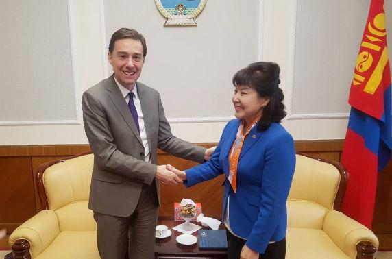 Эмэгтэйчүүдийн улс төрийн оролцоог дэмжих нь Монголын ардчиллын төлөвшилд чухал гэдгийг онцлов