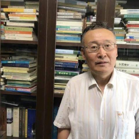 """Эрдэмтэн Н.Цогт """"Судрын чуулган""""-ы нэгдүгээр дэвтрийг 17 жилийн турш орчуулж дуусгажээ"""
