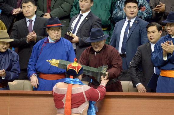Ерөнхийлөгчийн нэрэмжит цомын төлөөх барилдаанд Монгол Улсын харцага Б.Бат-Өлзий түрүүллээ