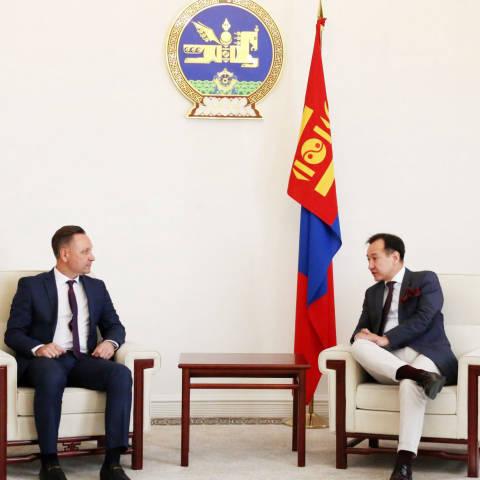 Украйнд суугаа Өргөмжит консулыг хүлээн авч уулзлаа