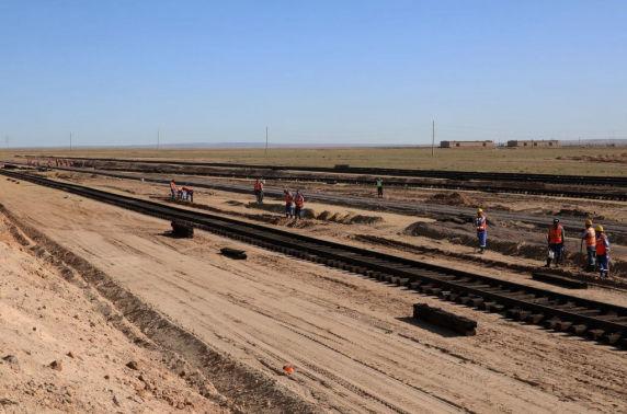 Тавантолгой-Зүүнбаян чиглэлийн төмөр замын бүтээн байгуулалтын ажил улирал харгалзахгүй үргэлжилнэ