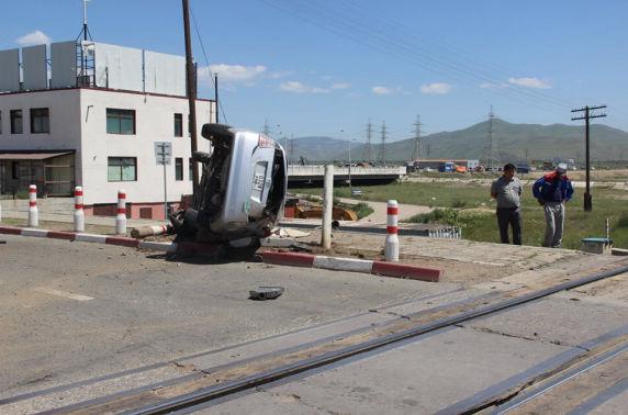 Галт тэрэг автомашинтай мөргөлдсөн осол гарчээ