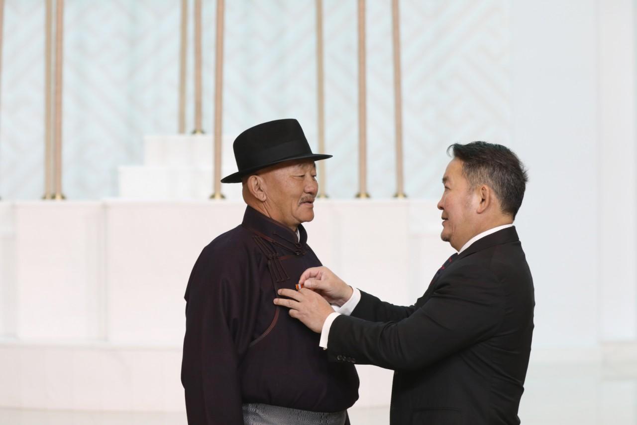 Халхгол сумын Ялалт музейн захирал Л.Мягмарсүрэнд Монгол Улсын Гавьяат цол хүртээв