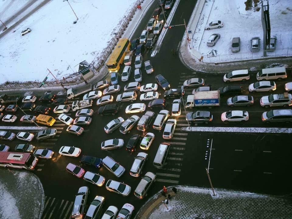 Уулзварыг чагталж түгжрэл үүсгэсэн жолоочид хариуцлага тооцно