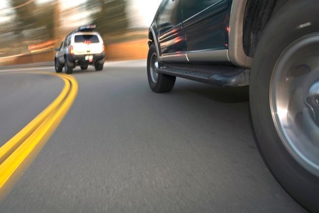 Орон нутгийн замд хурд хэтрүүлсэн жолооч нарын эрхийг хасчээ