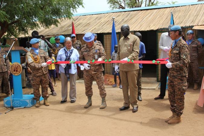 Манай энхийг сахиулагчид Конго Улсын бага сургуулийг засварлажээ