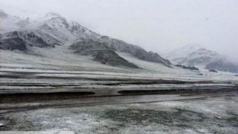 Сарын эцсээр уулархаг нутгаар нойтон цас орж, нутгийн хойд хэсгээр агаар хөрсөнд цочир хүйтрэх төлөвтэй