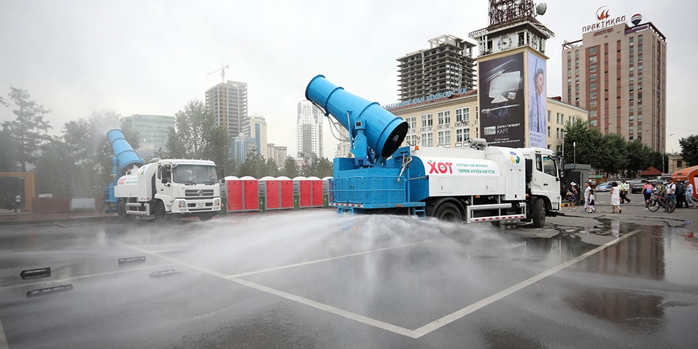 Улаанбаатар хот агаар чийгшүүлэх, авто зам угаах зориулалтын автомашинтай боллоо