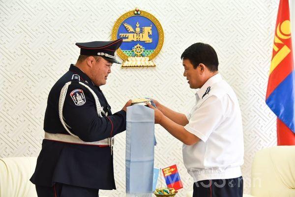 Монгол Улсын аварга Э.Оюунболдод ЦЕГ-ын удирдлагууд хүндэтгэл үзүүллээ