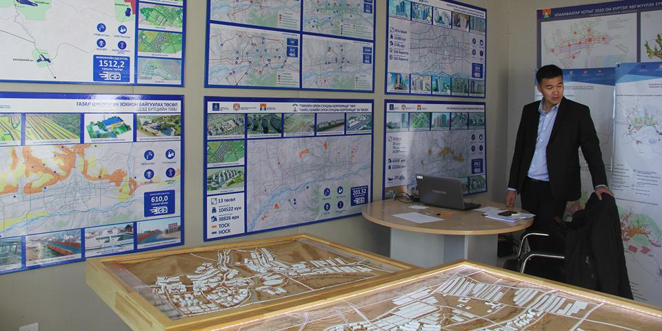 """""""Азийн хотуудын орон сууцны IV форум""""-д зориулсан үзэсгэлэн Сүхбаатарын талбайд зохион байгуулагдаж байна"""